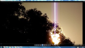 TheGiantWhiteLine.Sunrise(C)NjRout7.16am5thDec2013-035-Histories9thPictureofSunsCablesappearinginskyatSunrise